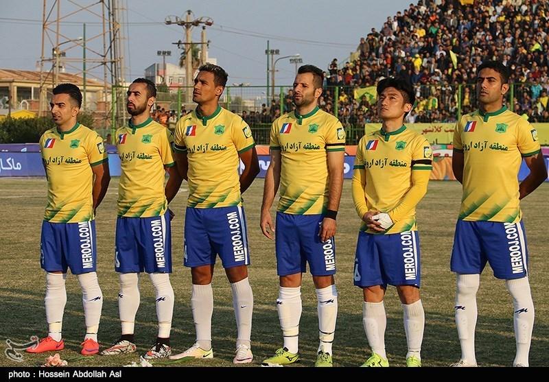 دیدار تیم های فوتبال نفت آبادان و استقلال تهران