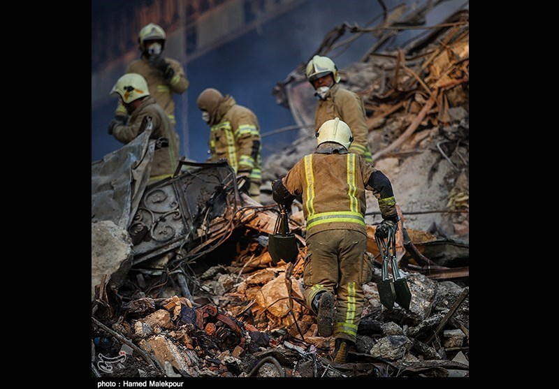 تعداد مصدومان از ۲۰۰ نفر گذشت/ جزئیات اقدامات امدادی قرارگاه سازندگی خاتمالانبیا در پلاسکو/ توقف آواربرداری با کشف حفرهای عمیق