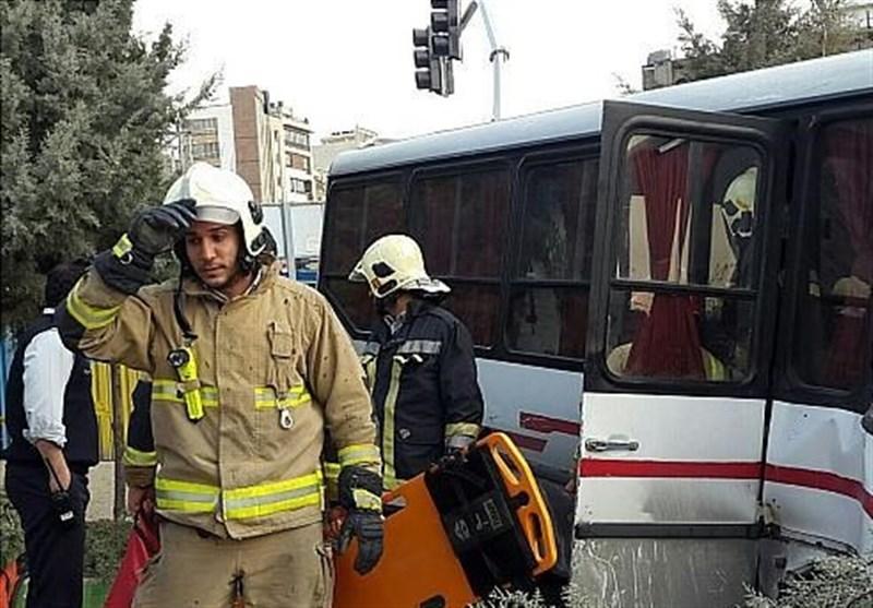آخرین جزئیات سانحه رانندگی خودروهای کارگران ساوه؛ 11 کارگر مصدوم شدند