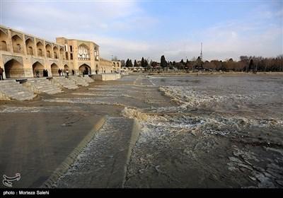 نهر «زاینده رود» فی اصفهان