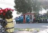 ادای احترام دانشآموزان اهوازی به شهدای آتشنشان