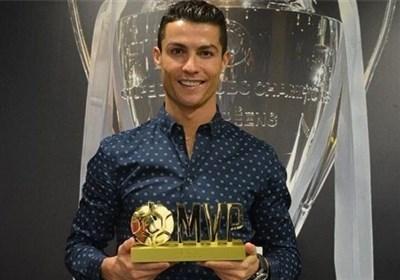 ستاره پرنغالی پس از به دست آوردن جایزه ارزشمندترین بازیکن جهان/ رونالدو: سال رویایی من ادامه دارد