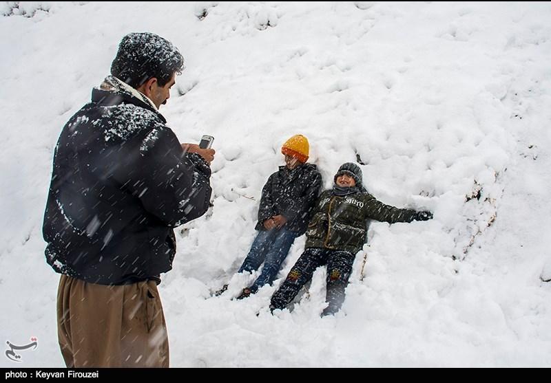 برف بازی,شادی برای بارش برف,برف بازی خانم ها,تیوپ بازی دختران,تیوپ بای خانم ها,تیوپ بازی با برف
