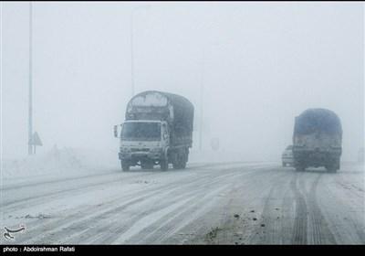 عواصف ثلجیة فی محور أسدآباد - همدان