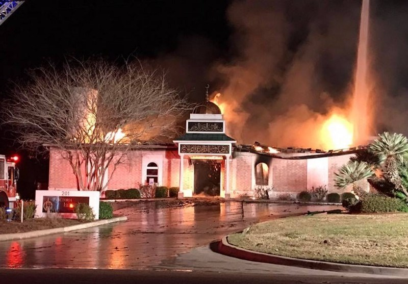 یک مسجد در تگزاس آمریکا به آتش کشیده شد+عکس