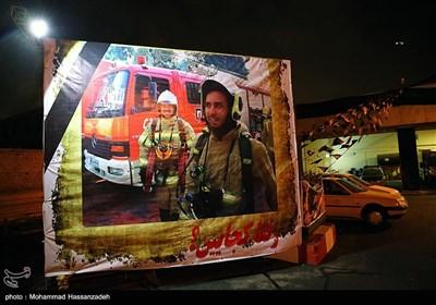 تجلیل و نصب عکس شهدای آتش نشان حادثه پلاسکو