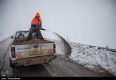 بارش برف جادههای استان قزوین را لغزنده کرد