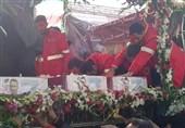 فیلم/ تشییع شهدای آتشنشان پلاسکو بهروی دستان مردم + تصویر هوایی