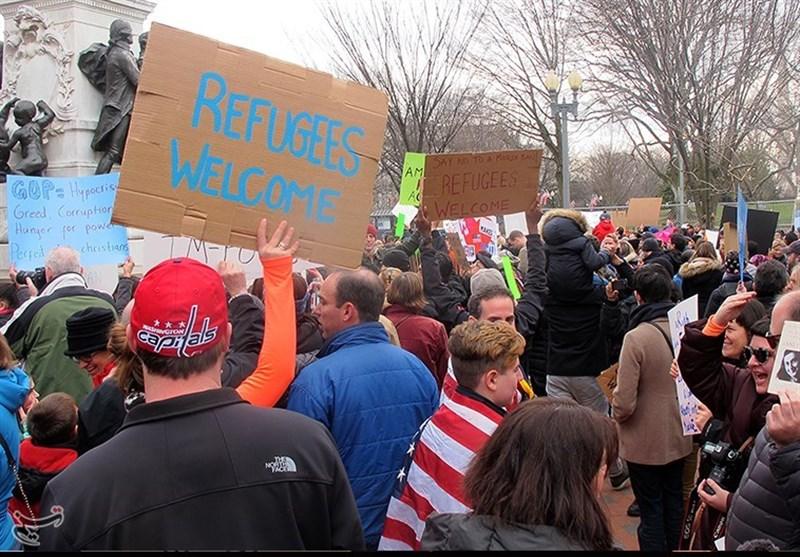 الامریکیون یتظاهرون احتجاجا على قرار ترامب العنصری + صور