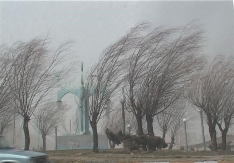 بادهای شدید با سرعت 60کیلومتر در راه زاهدان