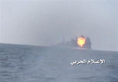 لحظه انهدام ناوچه عربستانی در سواحل یمن