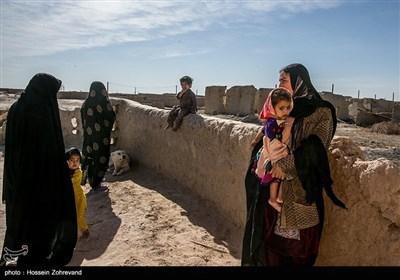 زندگی روزه مره در روستای گله بچه؛ در گذشته 200 خانواده در این روستا زندگی می کردند اما بعد از خشکسالی و خشک شدن رودخانه هیرمند، این عدد به حدود 30 خانواده کاهش پیدا کرد.