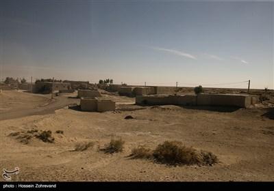 روستاهای بسیاری در این استان به دلیل خشکی و بیکاری ساکنانش متروکه شده و اهالی آن به شهرهای دیگر و استانهای مجاور مهاجرت کردهاند.