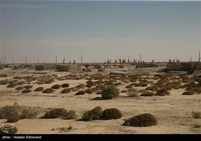 روستاهای بسیاری در این استان به دلیل خشکی و بیکاری ساکنانش متروکه شده و اهالی آن به شهرهای دیگر و استانهای مجاور مهاجرت کردهاند