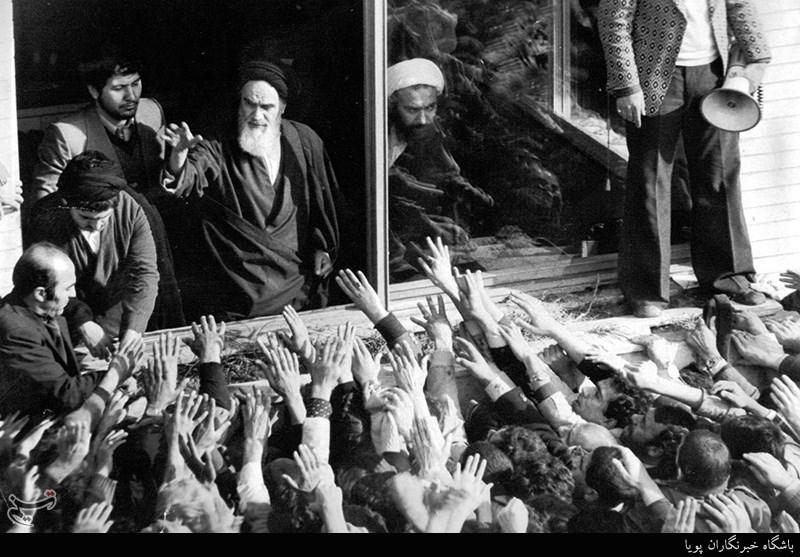 دیدار مردم با امام خمینی(ره) در مدرسه علوی