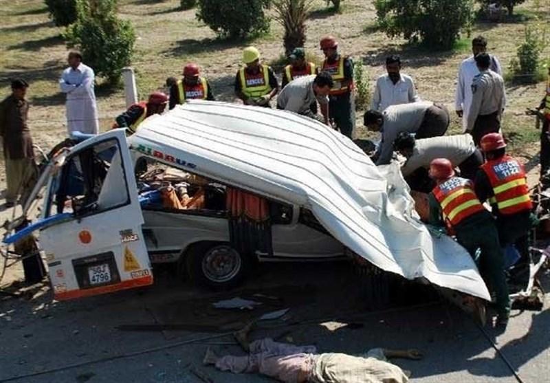 لیہ؛ ٹرک اور اسکول وین کے درمیان تصادم سے 7 طلبا سمیت 10 افراد جاں بحق، 11 زخمی