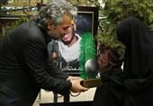 تصاویر مرحوم حسن جوهرچی بر سر مزار شهدای مدافع حرم