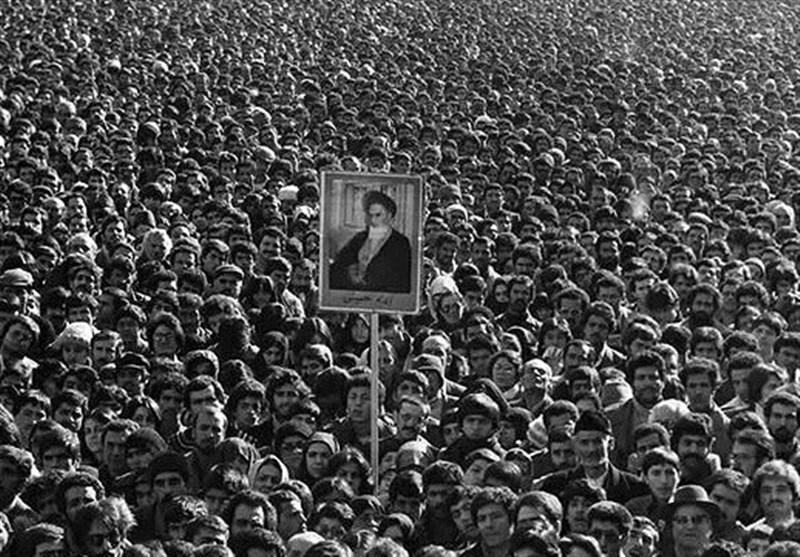 أسباب صمود الثورة الإسلامیة فی رحاب آراء قائد الثورة الإسلامیة