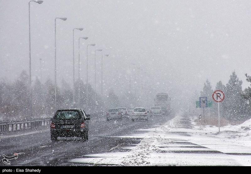 تساقط الثلوج فی ایران یعطل المدارس