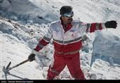 2 فرد مفقود شده در ارتفاعات بادرود با تلاش 10 ساعته هلال احمر به آغوش خانواده بازگشتند