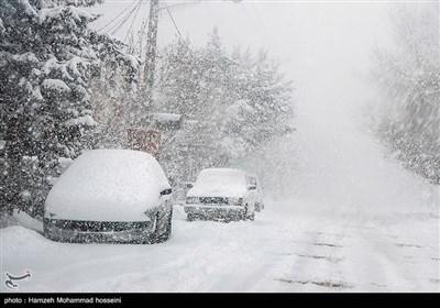 ایران کے ضلع دماوند میں برفباری کے مناظر