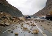 آذربایجان غربی| ریزش سنگ و سیلاب در 7 محور بین شهری و روستایی در سردشت