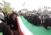 حمل طولانیترین پرچم ایران در راهپیمایی 22 بهمن +فیلم و عکس