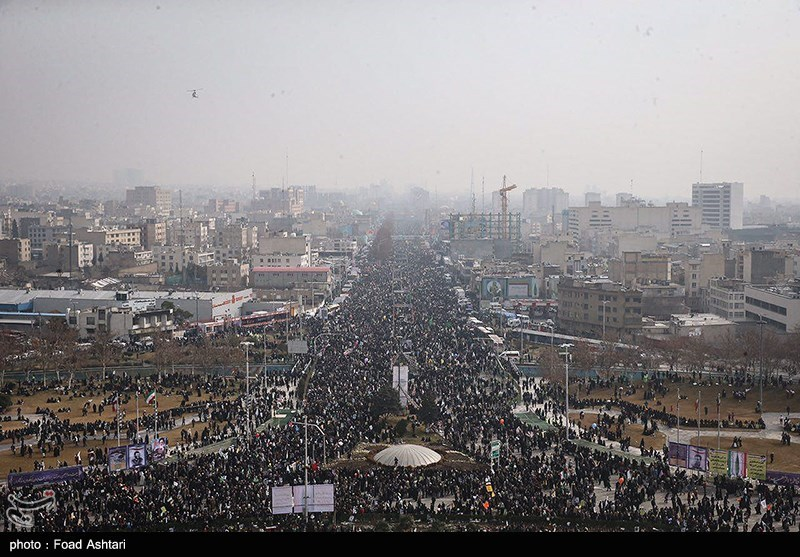 راهپیمایی 22 بهمن از فراز برج آزادی