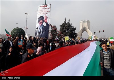 حضور گسترده مردم در راهپیمایی22 بهمن 1395
