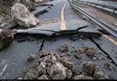 خرمآباد- پل زال به دلیل ریزش کوه همچنان مسدود است