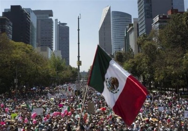 میکسیکو میں ہزاروں لوگ ٹرمپ کے خلاف سراپا احتجاج/ تصویری رپورٹ