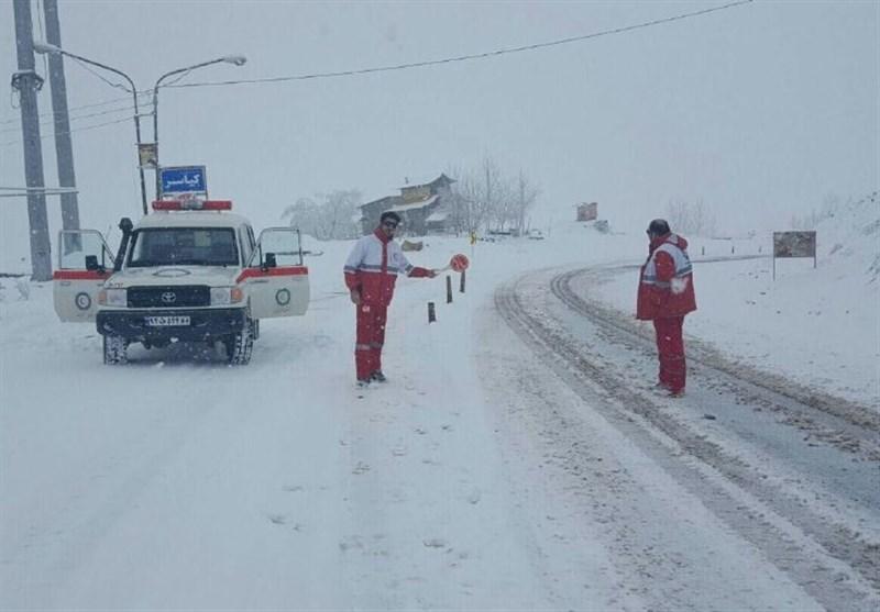 رهاسازی 215 خودرو گرفتار در برف جادههای استان قزوین/1511 نفر امدادرسانی شدند