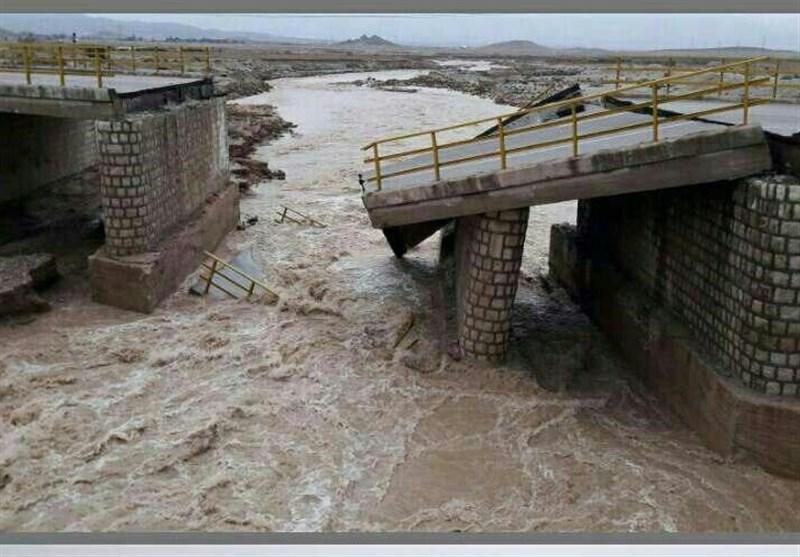چهار دهنه پل در مسیر کرمان - بم تخریب شد