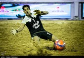 یزد| کویرنشینان اردکانی صدرنشین لیگ فوتبال ساحلی را شکست دادند