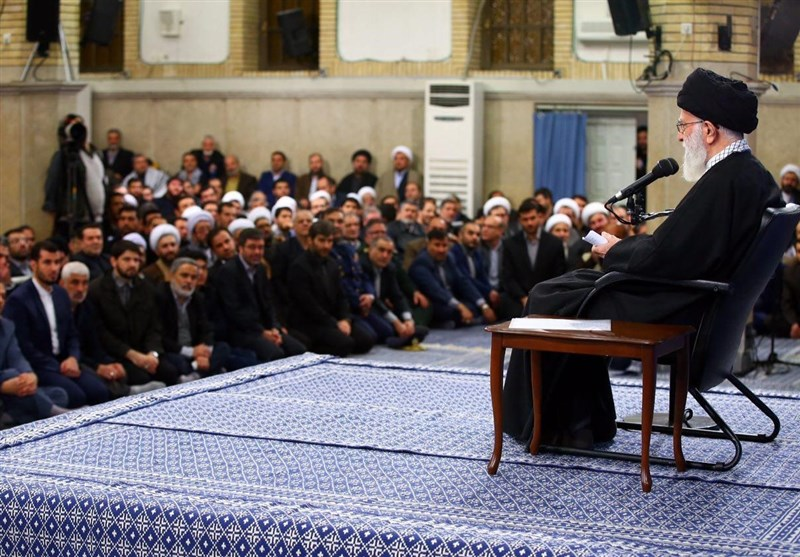 الإمام الخامنئی یستقبل حشودا من أهالی محافظة آذربایجان الشرقیة