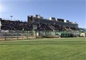 شعار علیه سیدجلال حسینی/ آبیها نصف ورزشگاه را گرفتند