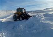 تداوم بارش برف در استان مرکزی؛ جادهها لغزنده است