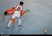 باشگاه گیتی پسند: ناظر مسابقه با شکستن تخمه خودش را سرگرم میکرد! + فیلم