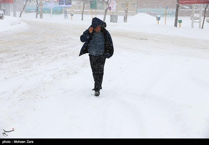 کولاک برف در گردنههای برفگیر استان سمنان/دمای هوای استان سمنان تا 10 درجه کاهش مییابد