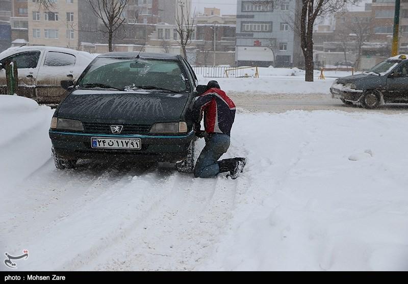 برف و بوران گردنههای برفگیر استان سمنان را فرا گرفت