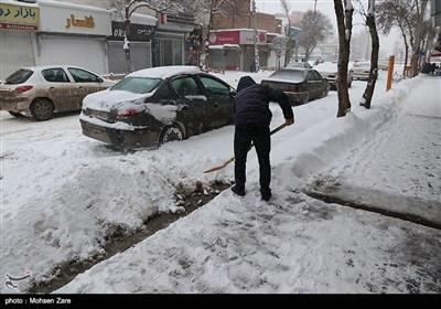 هطول الثلوج فی مدینة اردبیل الایرانیة