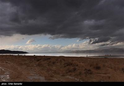 بعد الأمطار الاخیرة .. بحیرة بهارلو فی محافظة فارس تعود مجددا