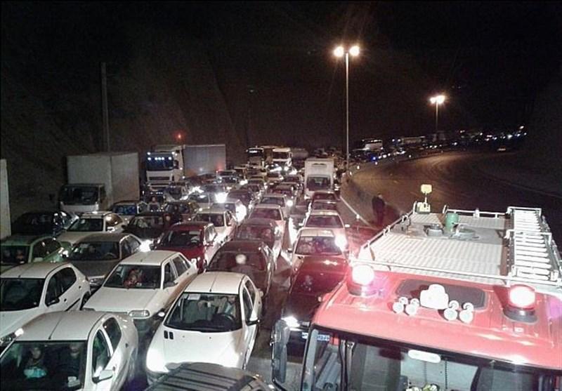 واژگونی «تانکر 30 هزار لیتری سوخت مازوت» جاده دماوند را بست + تصاویر