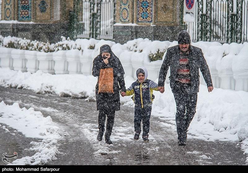 73 نفر تاکنون در برف گیلان دچار حادثه شدهاند