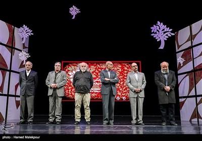 تجلیل از ۶ تن از هنرمندان پیشکسوت عرصه هنرهای تجسمی در مراسم اختتامیه نهمین جشنواره بینالمللی هنرهای تجسمی فجر