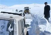 50 اتومبیلران گرفتار در برف و کولاک در نزدیکی سد نهند نجات یافتند