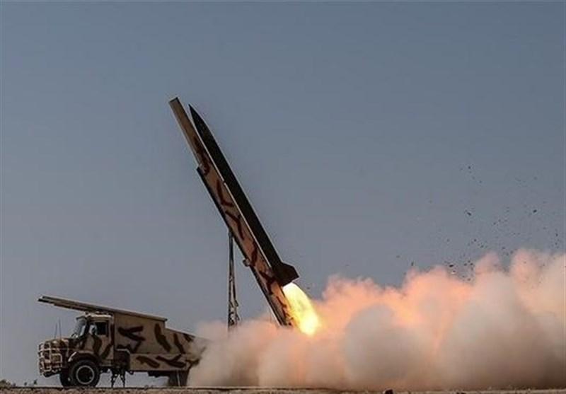إطلاق قذائف صاروخیة ذکیة ودقیقة الإصابة فی مناورات لحرس الثورة الاسلامیة