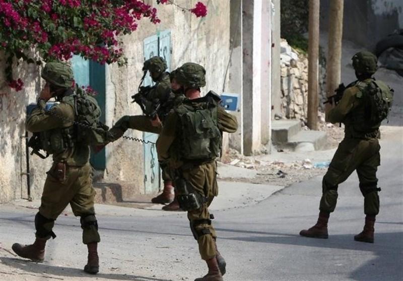 Israel Arrests 22 Palestinians in West Bank Raids