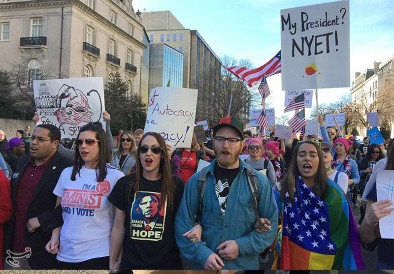 عشرات آلاف الأمریکیین یتظاهرون فی واشنطن ضد ترامب +صور