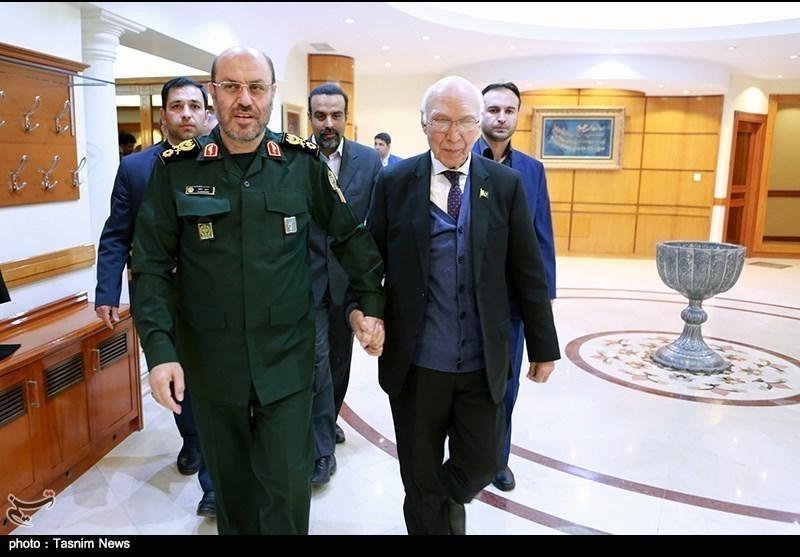 مشیر خارجہ سرتاج عزیز کی ایران میں پرجوش استقبال